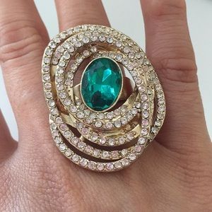 Jewelry - Faux emerald ring 💍